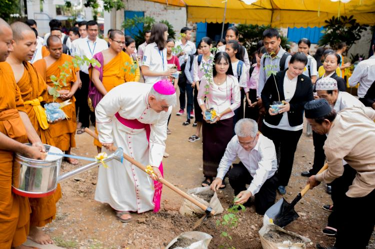 Bishop Enrique Figaredo lends a hand in greening the courtyard of the University.