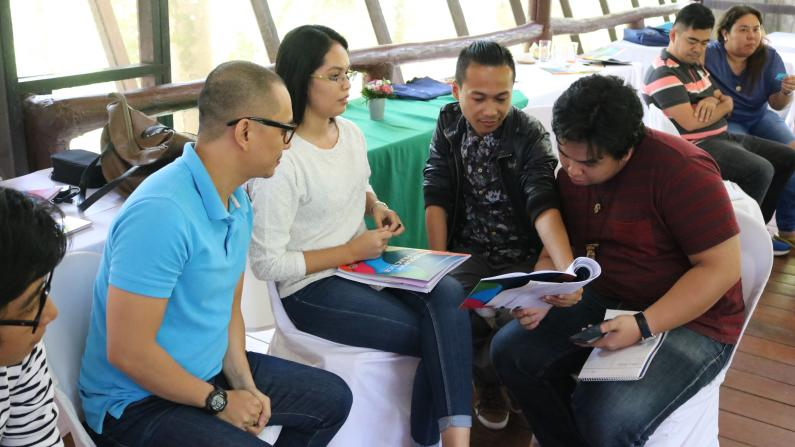 Participants of Certification Program Discussing Conflict-Sensitive Journalism