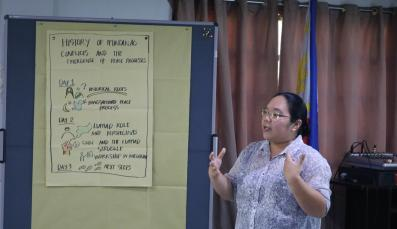 Speaker introducing Mindanaoan histories to Political Science teachers